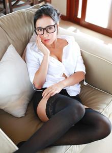 秀人网Manuela玛鲁娜性感教师制服诱惑黑丝美腿套图
