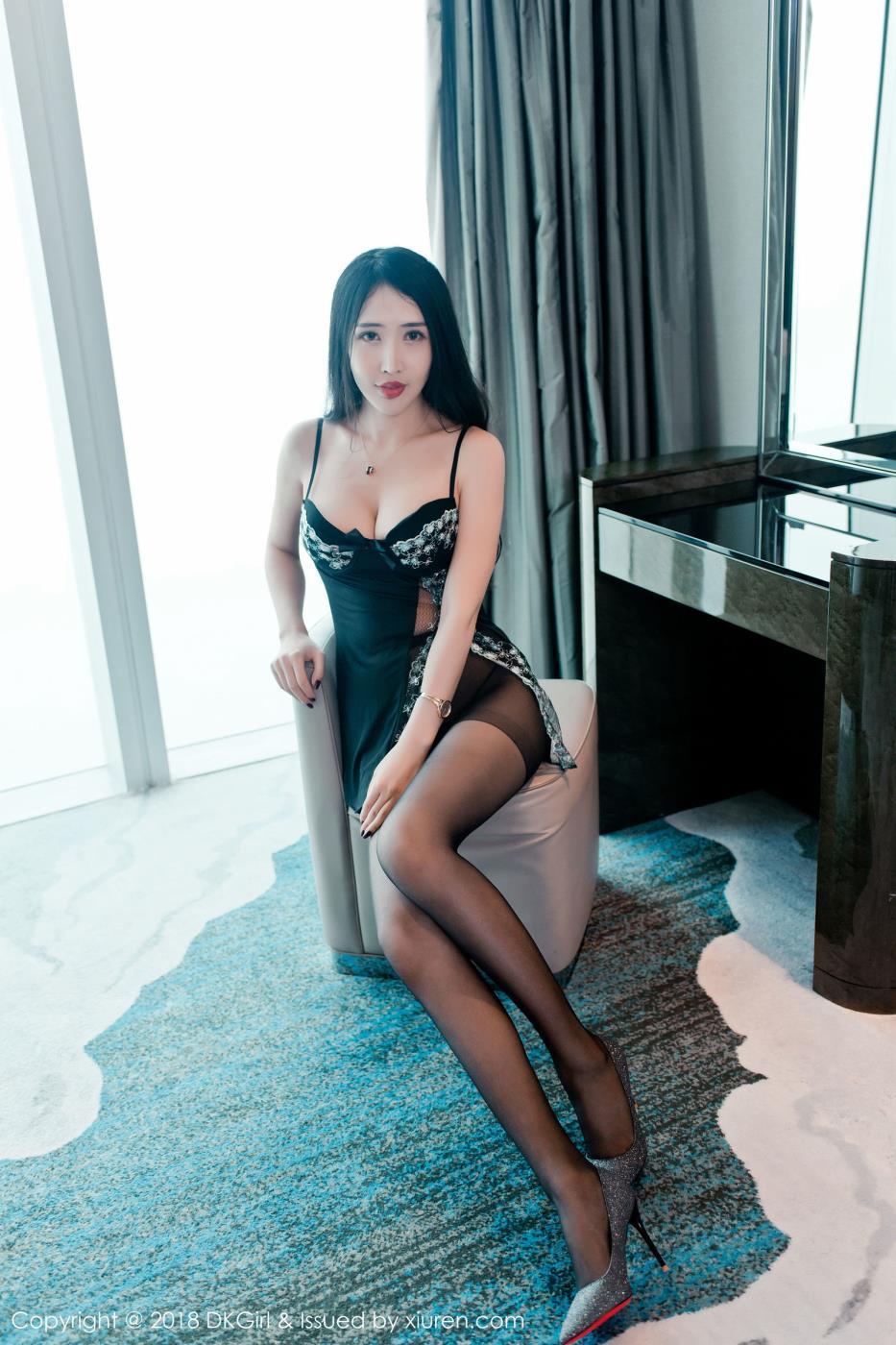 性感御姐大长腿美女余馨妍黑丝诱惑写真高清套图