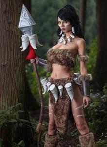 野性美女扮演英雄联盟狂野女猎手奈德丽Cosplay图片