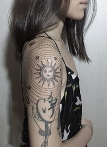 极简线条风格时尚女生纹身图案图片大全
