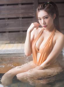 丰臀巨乳美女模特小狐狸Kathryn北海道浴池湿身诱惑写真