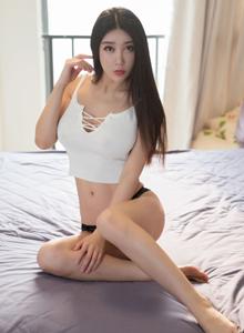 丰满大胸美女晓晓Sal丝袜诱惑修长美腿私房写真套图