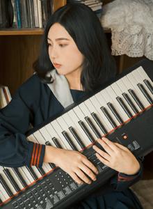 文艺气质清纯校花美女眼神冷艳日系JK学生制服写真图片