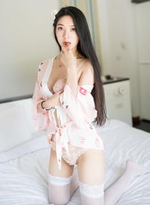大长腿美女模特小热巴蕾丝内衣诱惑白丝美腿图片