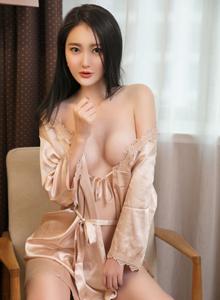 青豆客大长腿御姐潇同学蕾丝睡衣私房性感美女图片