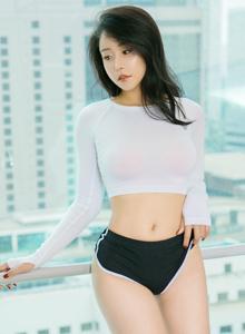 丰满巨乳美女模特张馨彤修长美腿性感御姐写真图片