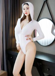 丰臀巨乳猎女神易阳连体衣私房大尺度火辣诱人写真图片