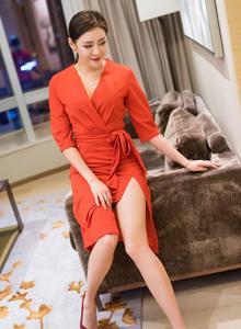 性感御姐女神美希子时尚高叉礼服美腿光滑修长写真