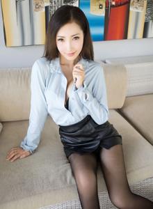 尤蜜荟御姐Yumi尤美衬衫黑丝OL丝袜美腿私房无码写真
