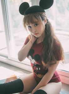 网络红人软妹子柳侑绮米老鼠装扮可爱萝莉写真图片