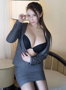 尤蜜荟性感女神尤妮丝秘书OL装御姐黑丝诱惑裸足福利写真