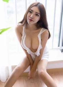 尤蜜荟Vol.232新人模特拉菲妹妹丰满巨乳透视装首套写真