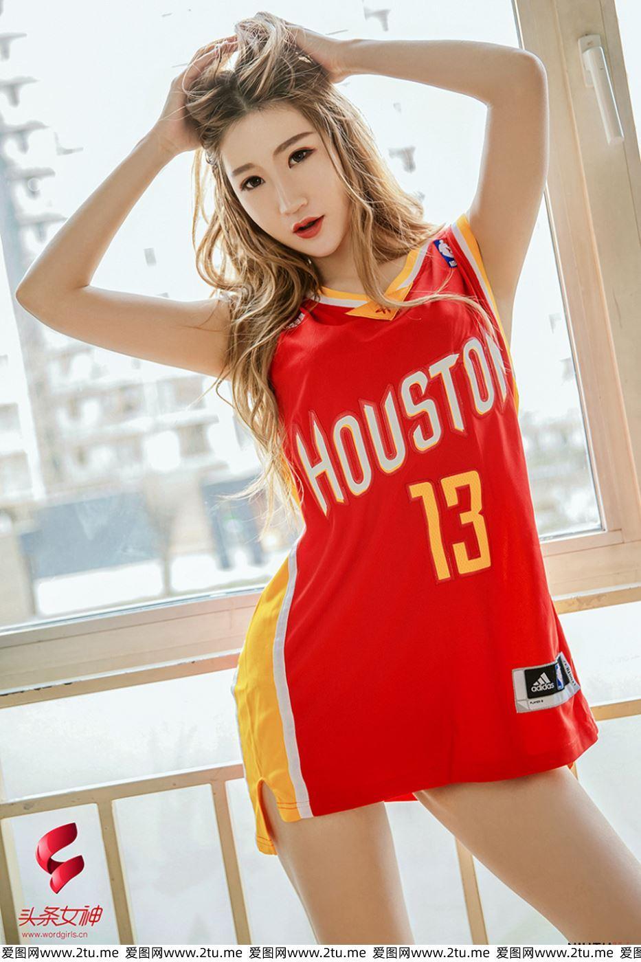 头条女神网络红人玄子运动装性感篮球宝贝大长腿私房照