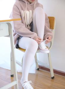 森萝财团卫衣美女白丝诱惑 超短裙白丝美女美腿写真套图