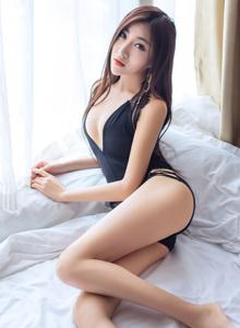 果团网高颜值好身材御姐控性感美女大长腿室内私房照