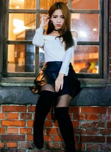 台湾美女周盈欣高挑美女黑丝美腿诱惑户外街拍美女写真