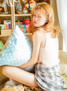 清纯美女热裤超短裙性感修长美腿室内高清美女写真图片