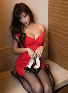 秀人网性感MM杨晨晨低胸吊裙丝袜美腿玉足诱惑无圣光美女图