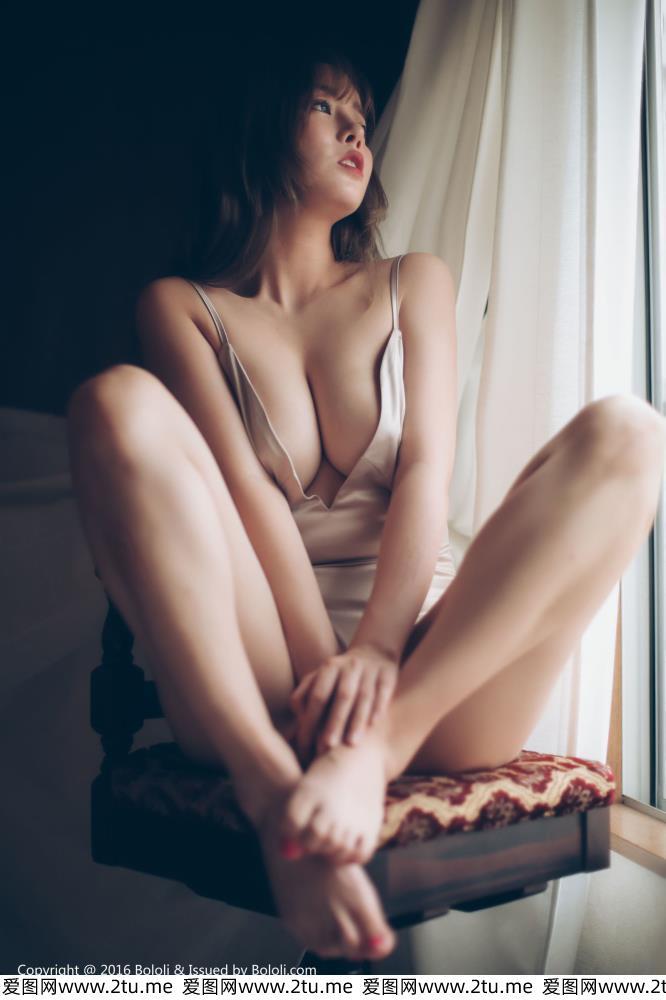 波萝社性感美女王雨纯无圣光真空和服诱惑火辣撩人露胖次