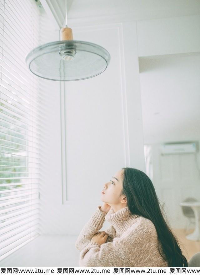 长发气质美女窗台优雅高冷小清新女神治愈系美女写真集