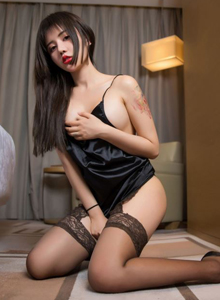 Cris卓娅祺性感美腿黑丝诱惑大尺度内衣美女室内旅拍写真图片