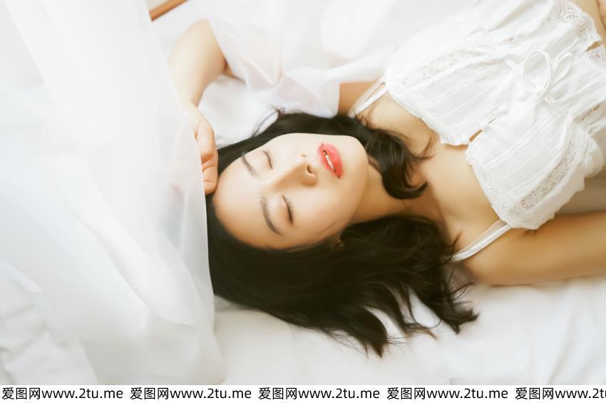 极品美女小清新网红女神蕾丝吊带内衣诱惑私房美女写真图片