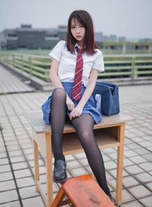 COSER疯猫ss校花美女学姐学生装大长腿黑丝诱惑艺术摄影写真集