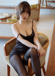 王雨纯风情妩媚性感黑丝美女翘臀诱惑 [花漾HuaYang]Vol.143写真集