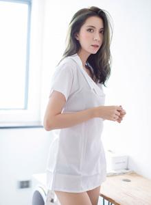 高挑美女性感护士装制服诱惑 - [IMiss爱蜜社]陈良玲carry首套美腿写真图