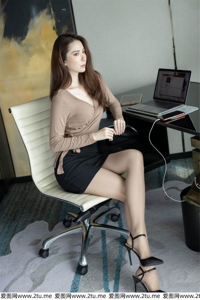 性感知性美女丝袜美腿 - [IMiss爱蜜社]陈良玲丝袜秀足写真套图