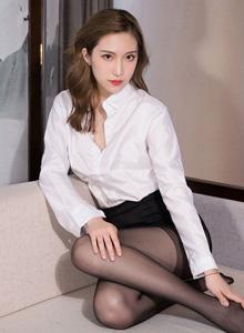 [Kelagirls克拉女神]芊芊黑丝美腿套图 模特芊芊白衬衫美女丝袜诱惑